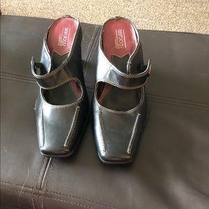 Aerology mule heeled shoe